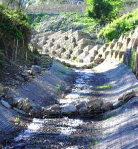 erosione in fossi di guardia, canali, fiumi ingegneria civile consulenza tecnologica www.ntanet.it